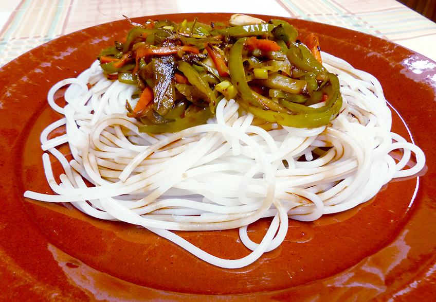 espaguetis de arroz wok