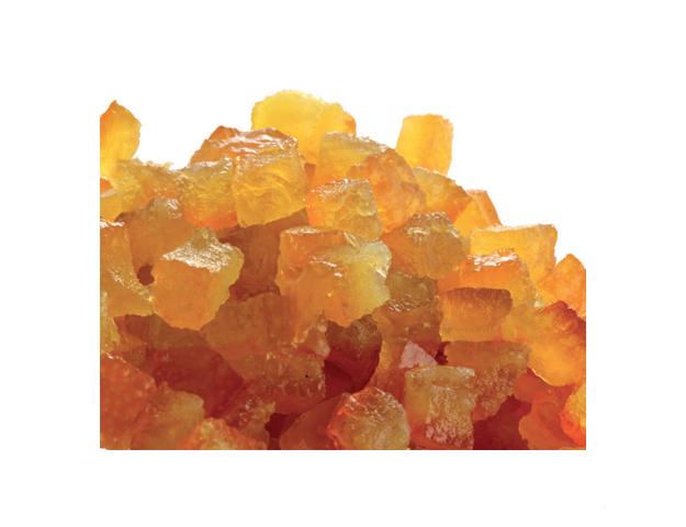 Cubos de naranja escurridos
